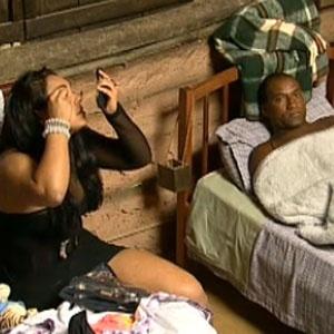 Mulher Melancia se arruma ao lado de Viola para a Roça de logo mais (18/11/2010)