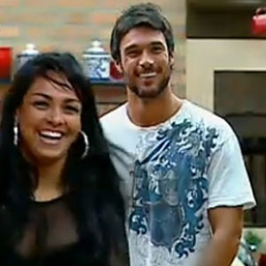 Mulher Melancia se diverte com Daniel Bueno na madrugada desta sexta-feira (19/11/2010)