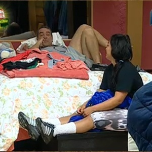 Andressa Soares em conversa no quarto da sede (23/11/10)