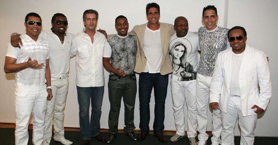 Victor & Leo com o grupo Revelação antes da gravação do