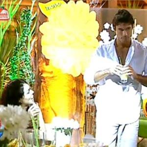 Daniel Bueno e Andressa Soares conversam durante a festa (26/11/10)