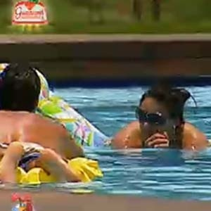 Daniel e Mulher Melancia curtem piscina (27/11/10)