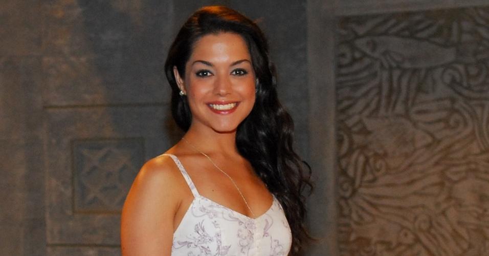 A atriz Thais Fersoza, da Record (2/12/2010)