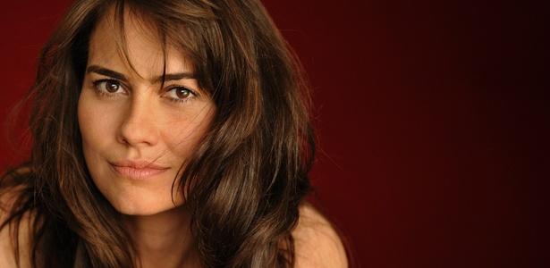 http://tv.i.uol.com.br/televisao/2010/12/02/adriana-prado-e-a-enigmatica-laura-de-passione-1291336600164_615x300.jpg