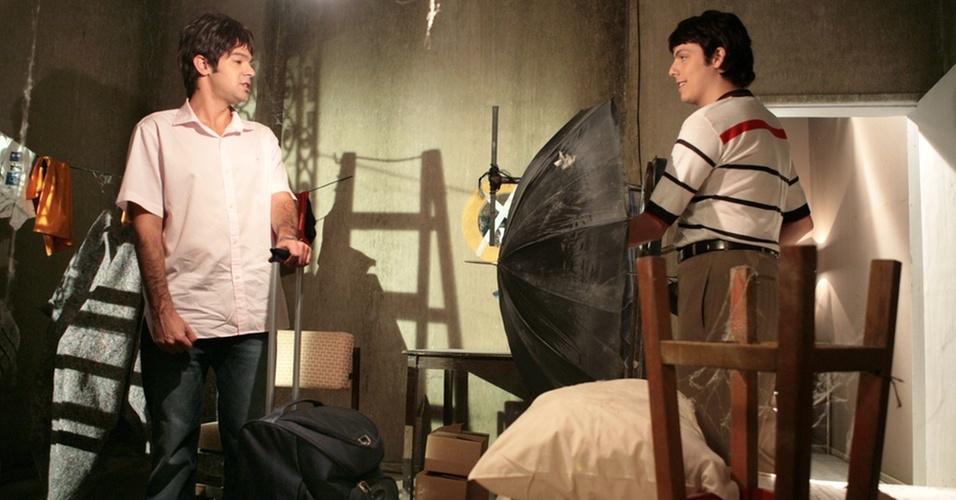 Fábio Porchat vai morar com Bruno Mazzeo em um lugar cheio de mosquitos em episódio de