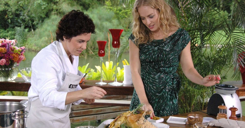 A chef Flávia Quaresma (à esq.) e Angélica durante a gravação do