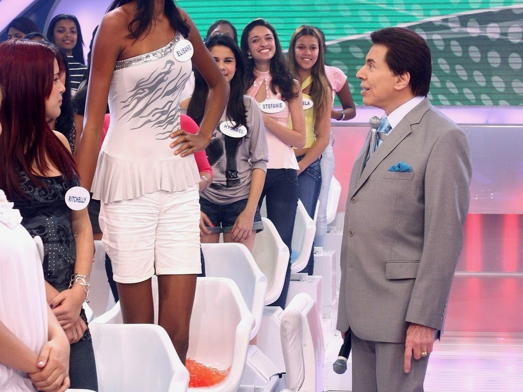 Silvio Santos fica impressionado com tamanho de sua telespectadora (2010)