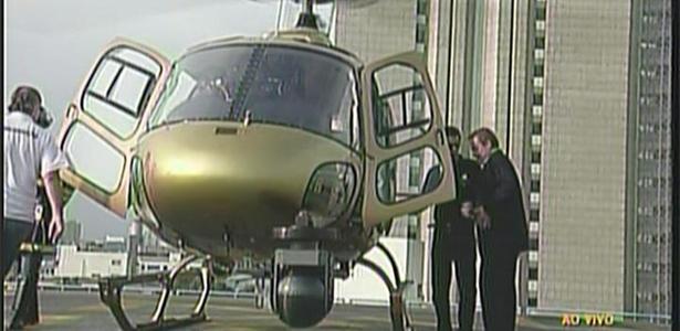 Em São Paulo, Gugu Liberato embarca em helicóptero rumo à sede da fazenda, em Itu (19/12/10)