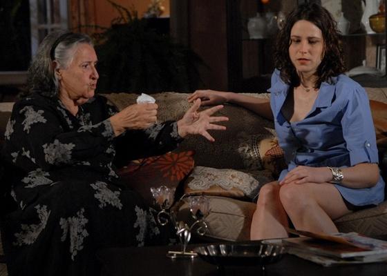 Maria Célia Camargo e Lúcia Bronstein em cena de Ti-Ti-Ti (dezembro/2010)
