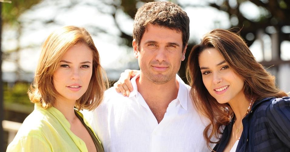Marina (Paola Oliveira), Pedro (Eriberto Leão) e Luciana (Fernanda Machado) gravam