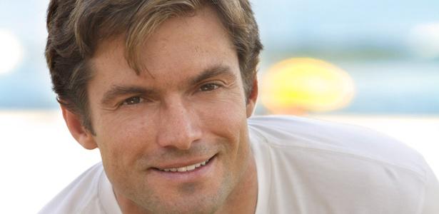 Hoje aos 42 anos, ator Cláudio Heirinch foi o primeiro galã da novela teen