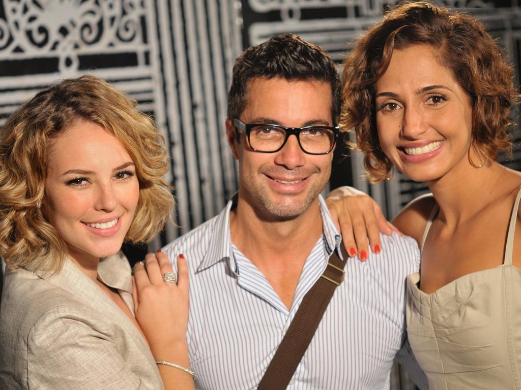 Paola Oliveira (à esq.), Fernando Torquatto e Camila Pitanga na festa de lançamento da novela