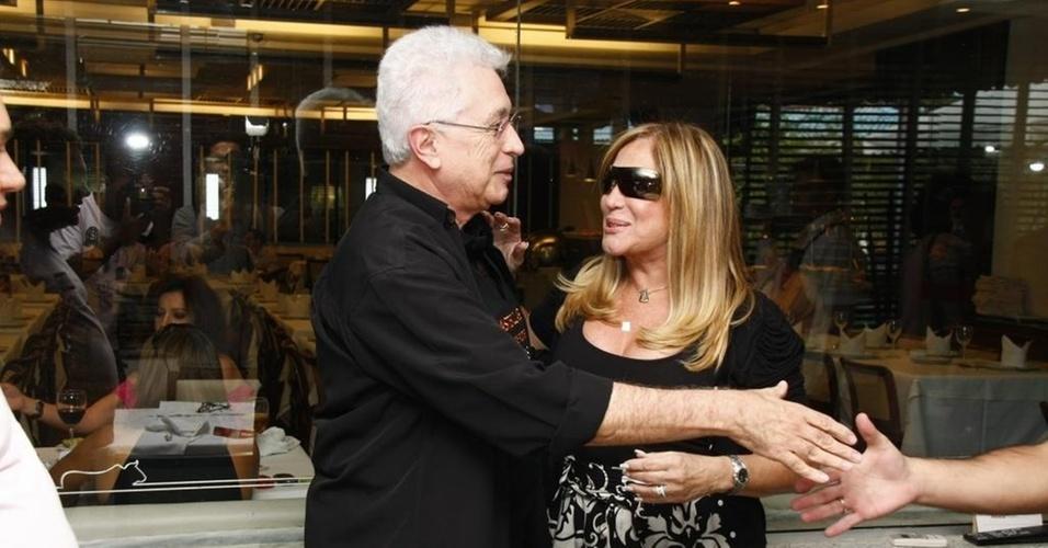 Aguinaldo Silva e Susana Vieira em encerramento de curso de roteiro, no Rio (16/5/2010)