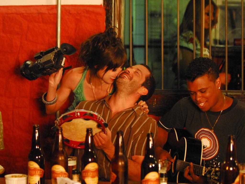 http://tv.i.uol.com.br/televisao/2011/01/10/marjorie-estiano-e-malvino-salvador-em-cena-do-episodio-ela-faz-cinema-da-microsserie-amor-em-4-atos-da-globo-1712011-1294693221401_1024x768.jpg
