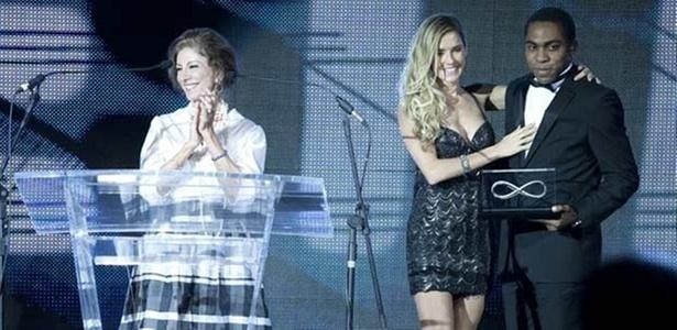 Marília Pêra, Deborah Secco e Lázaro Ramos em cena de