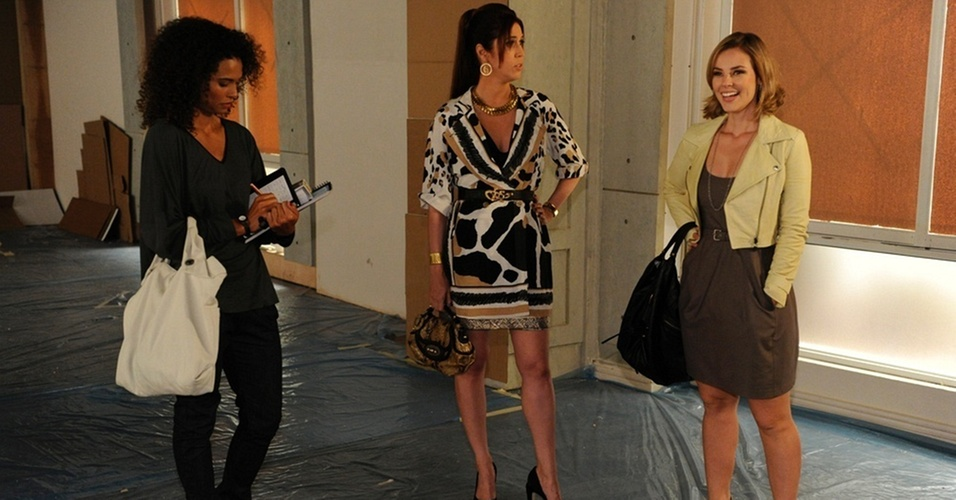 Aisha Jambo, Maria Clara Gueiros e Paola Oliveira em cena de