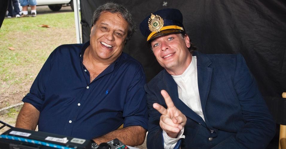 O diretor Dennis Carvalho e o ator Fábio Assunção nos bastidores de