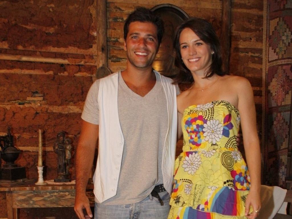 Bruno Gagliasso e Bianca Bin vão ao encontro do elenco de