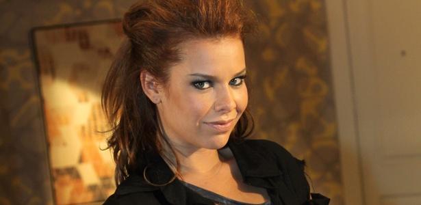 http://tv.i.uol.com.br/televisao/2011/01/27/a-atriz-fernanda-souza-a-thaisa-da-novela-ti-ti-ti-2812011-1296152526877_615x300.jpg
