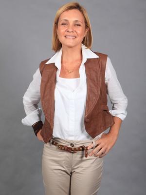 http://tv.i.uol.com.br/televisao/2011/02/04/a-atriz-adriana-esteves-como-a-paleontologa-julia-na-novela-morde--assopra-de-walcyr-carrasco-com-estreia-prevista-para-abril-fev2011-1296860899127_300x400.jpg