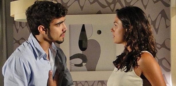 Caio Castro e Isis Valverde em cena de