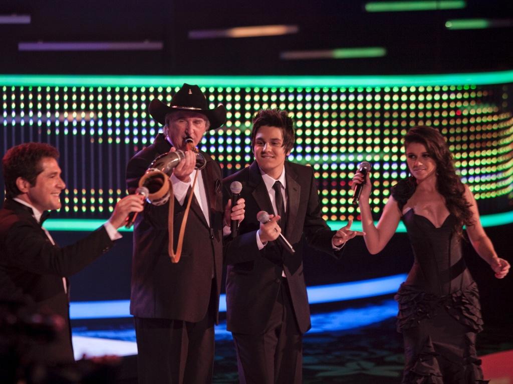 Os cantores Daniel (à esq.), Sérgio Reis, Luan Santana (à dir.) e Paula Fernandes cantam a música