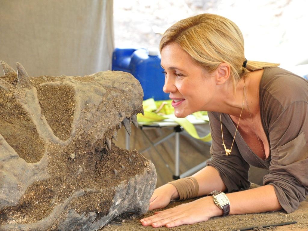 Adriana Esteves é paleontóloga Júlia de
