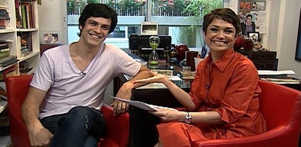 Mateus Solano é entrevistado por Sandra Annenberg no