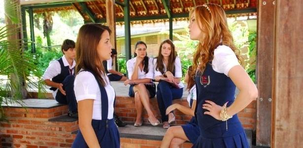 Pérola Faria (à esq.) e Sophia Abrahão em cena de