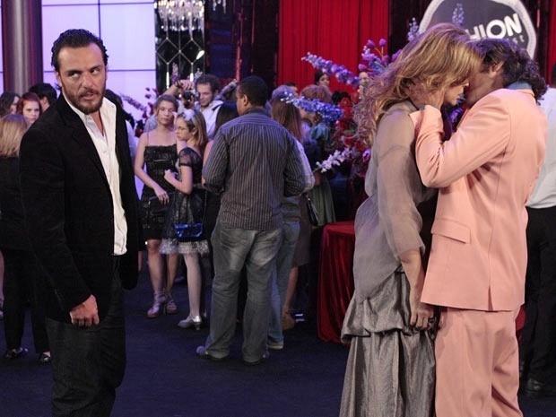 Rodrigo Lombardi, Claudia Raia e Alexandre Borges em cena de