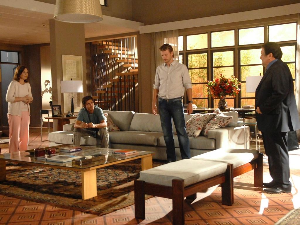 Da esquerda para a direita: Sandra Barsotti, André Bankoff, Rodrigo Hilbert e Luis Melo em cena de