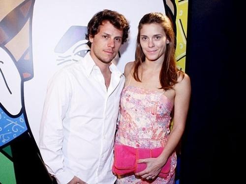 Tiago Worcman, que assumiu gerência de programação do GNT, e a mulher, a atriz Carolina Dieckmann (29/11/2010)