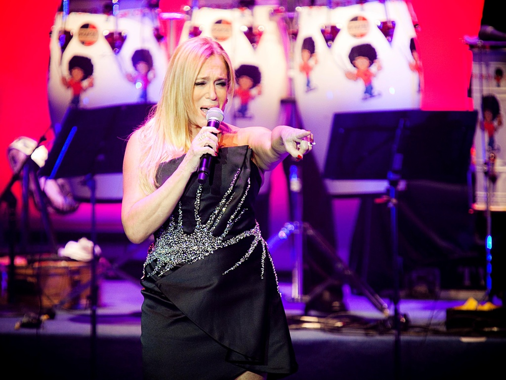 Suzana Vieira canta trecho da música