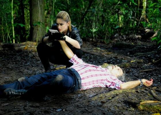 Virgílio (Raymundo de Souza) é assassinado por Karina (Juliana Baroni) em Ribeirão do Tempo