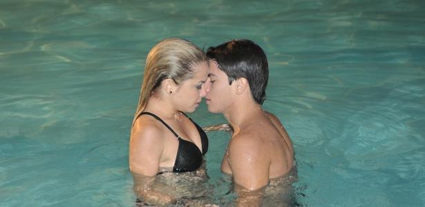 """Roberta (Lua Blanco) e Diego (Arthur Aguiar), a mais rebelde de todas e o mauricinho, finalmente se beijam em cena que vai ao ar em """"Rebelde"""" em 8/4"""