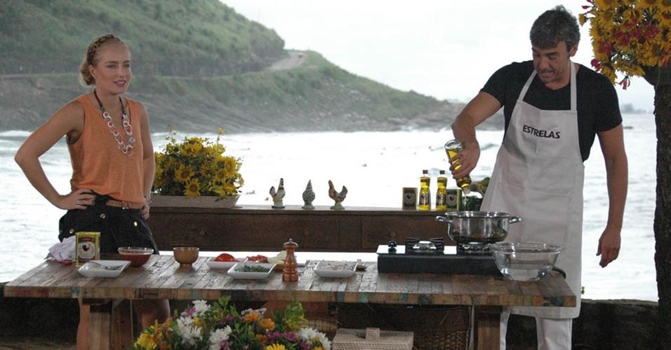 Alexandre Borges cozinha para Angélica no