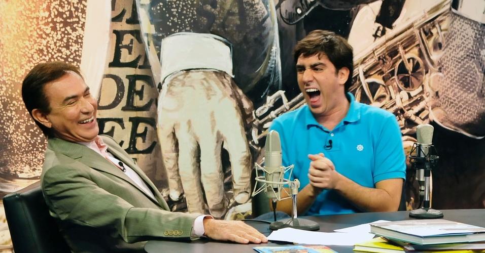 Amaury Jr entrevista o humorista Marcelo Adnet em seu programa da RedeTV! (2011)