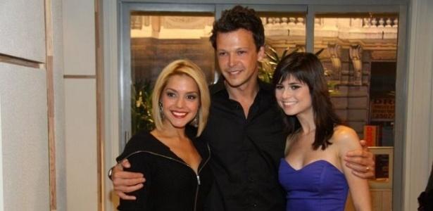 Da esquerda para a direita, Thaís Fersoza, Guilherme Berenguer e Julianne Trevisol na coletiva de apresentação de