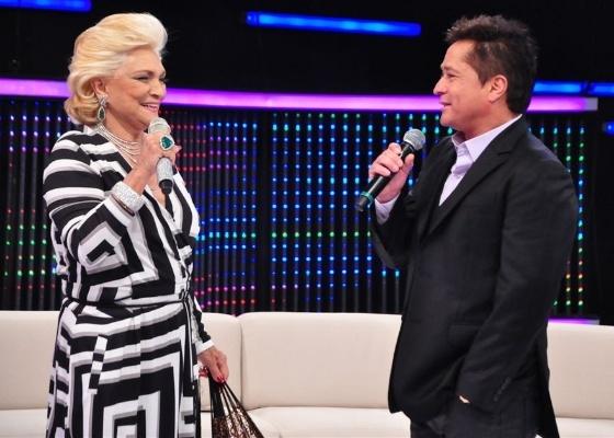 http://tv.i.uol.com.br/televisao/2011/04/26/hebe-camargo-recebe-o-cantor-leonardo-em-seu-programa-na-redetv--1303855611782_560x400.jpg