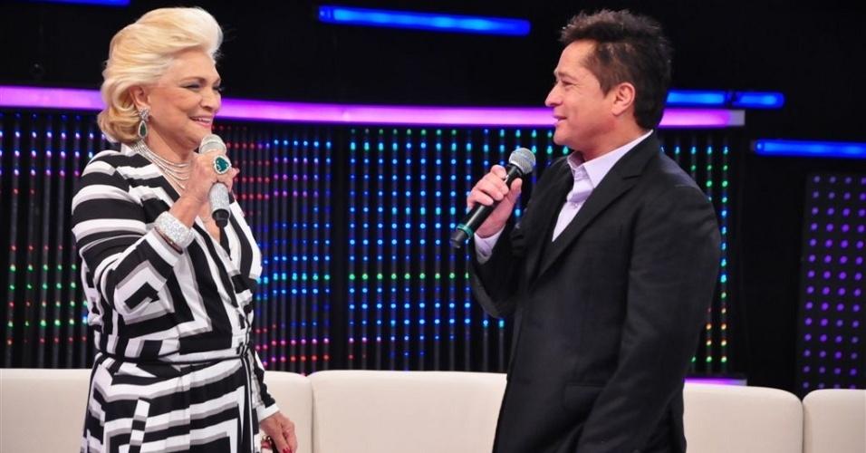 Hebe Camargo recebe o cantor Leonardo em seu programa na RedeTV! (26/4/11)