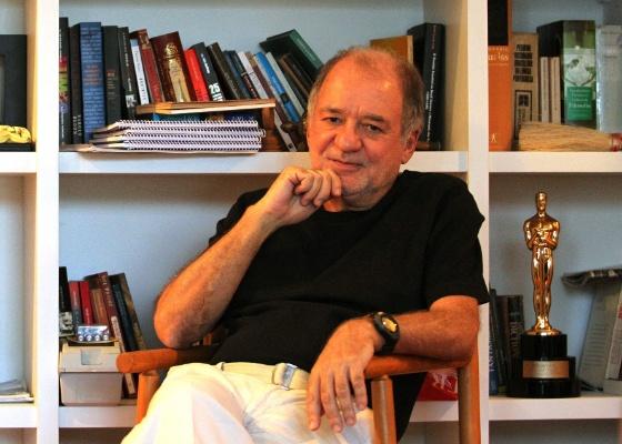 Marcílio Moraes posa em seu escritório, no Leblon, na zona sul carioca (25/4/11)