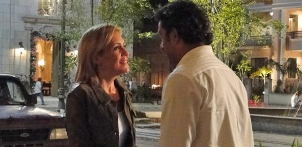 Adriana Esteves e Marcos Pasquim em cena de