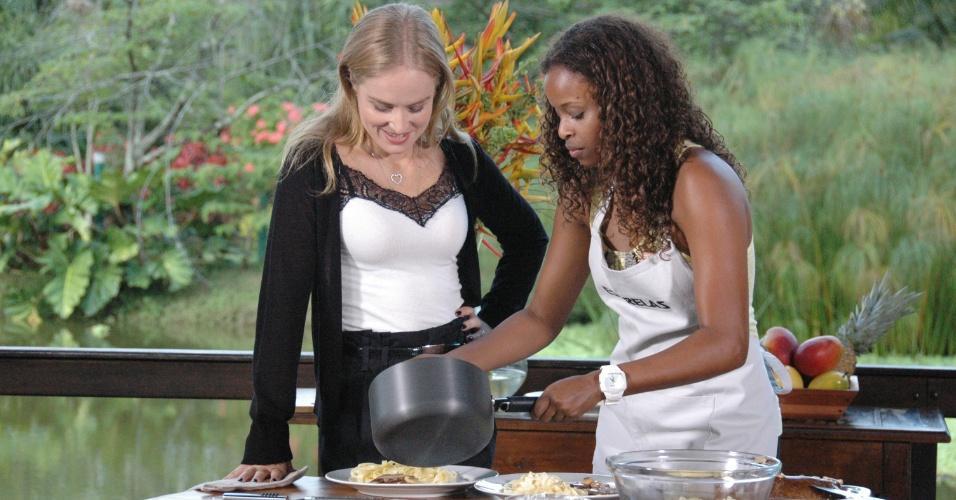 Roberta Rodrigues cozinha para Angélica no
