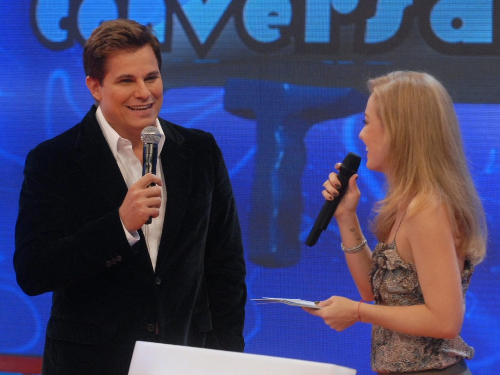 O ator Edson Celulari e a apresentadora Anglica durante o programa 