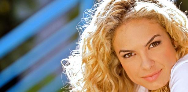 Lua Blanco faz a personagem Roberta em Rebelde