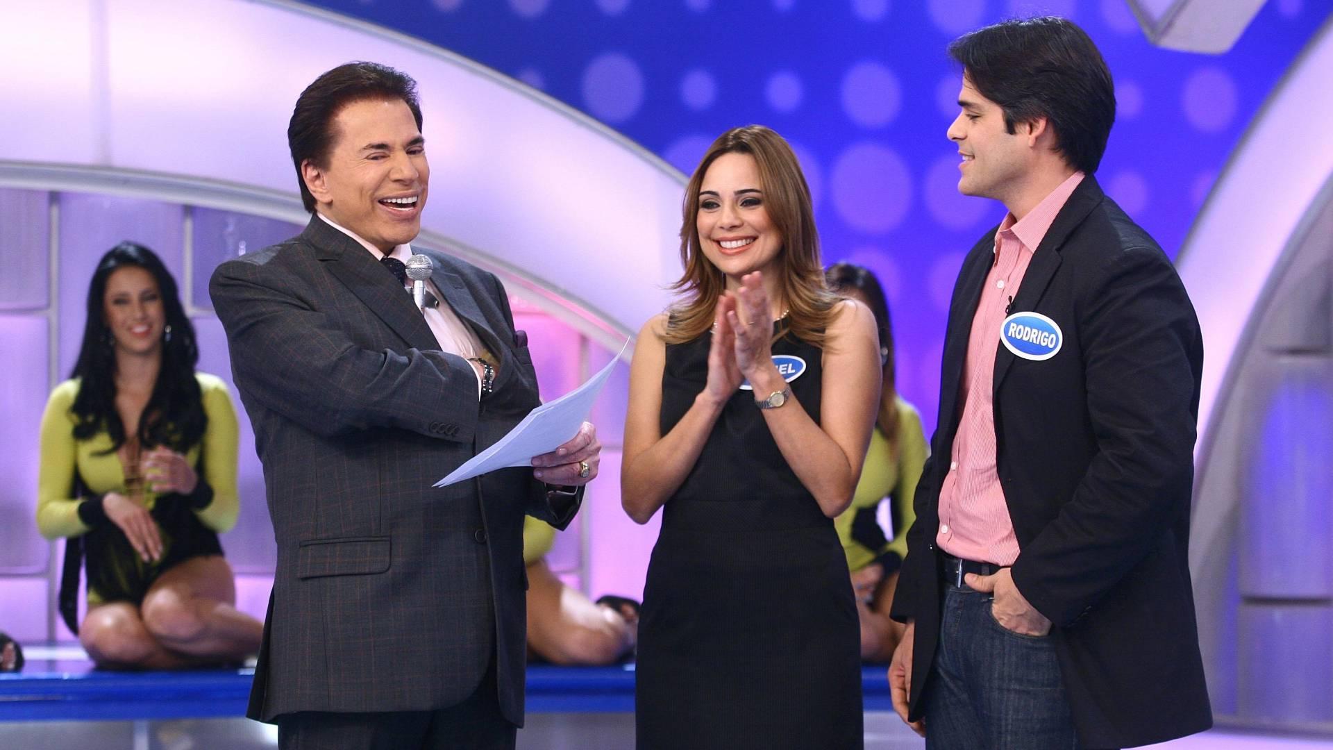 Silvio Santos recebe a jornalista Rachel Sheherazade e seu marido Rodrigo no