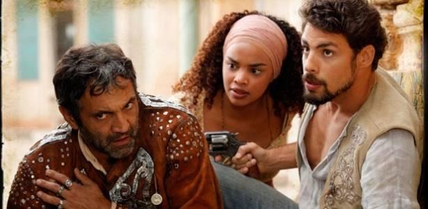 Da esquerda para a direita, Domingos Montagner, Lucy Ramos e Cauã Reymond em cena de