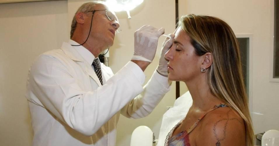 Joana Machado faz tratamento estético em uma Clinica do Rio de Janeiro (21/12/10)