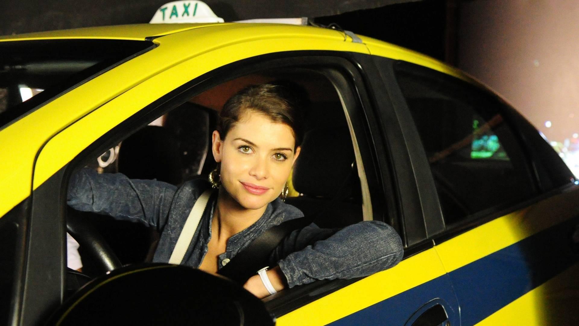 Alinne Moraes em cena de