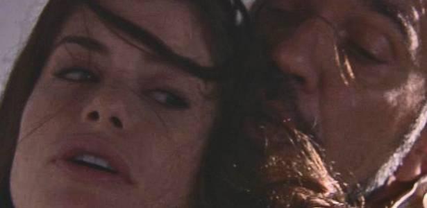 Alinne Moraes e Humberto Martins em cena de
